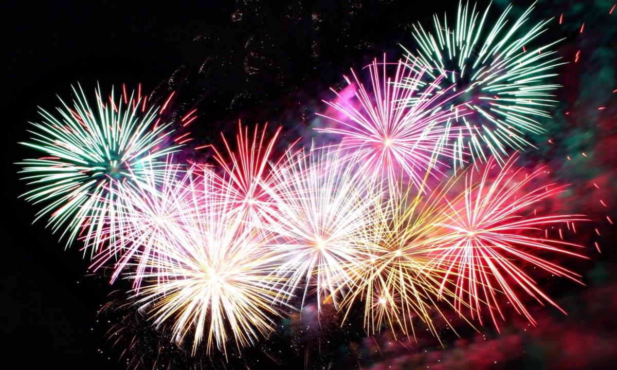 Como os fogos de artifício apresentam suas cores vibrantes