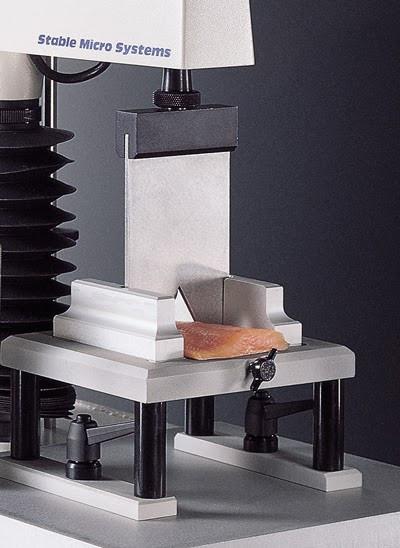 Lâmina de cisalhamento Warner-Bratzler na avaliação da firmeza e textura em filés de salmão